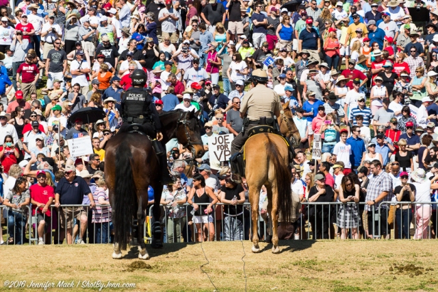 Fountain Hills, Arizona, 19th March 2016. Mounted police watch the hillside around the Donald Trump rally.